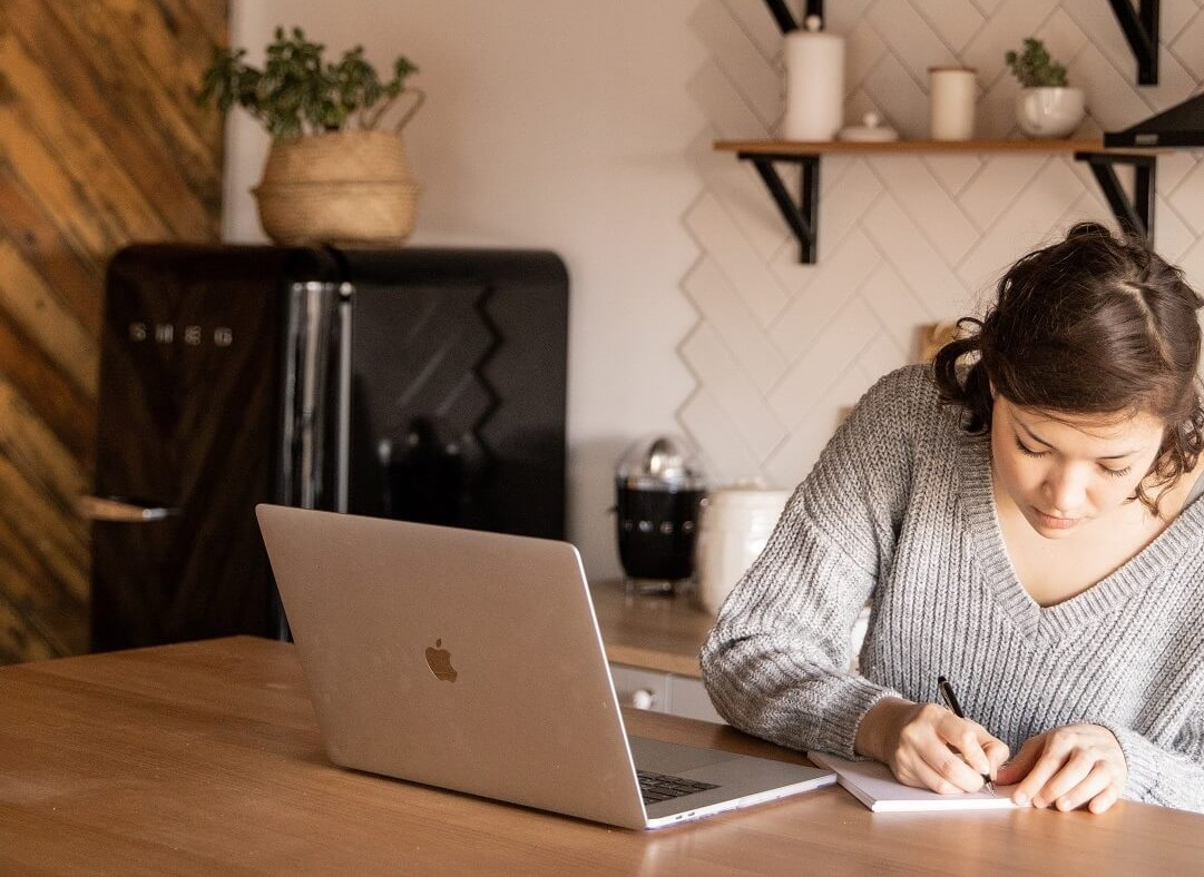 Confidence and Business mindset coaching for women | Maya Zack